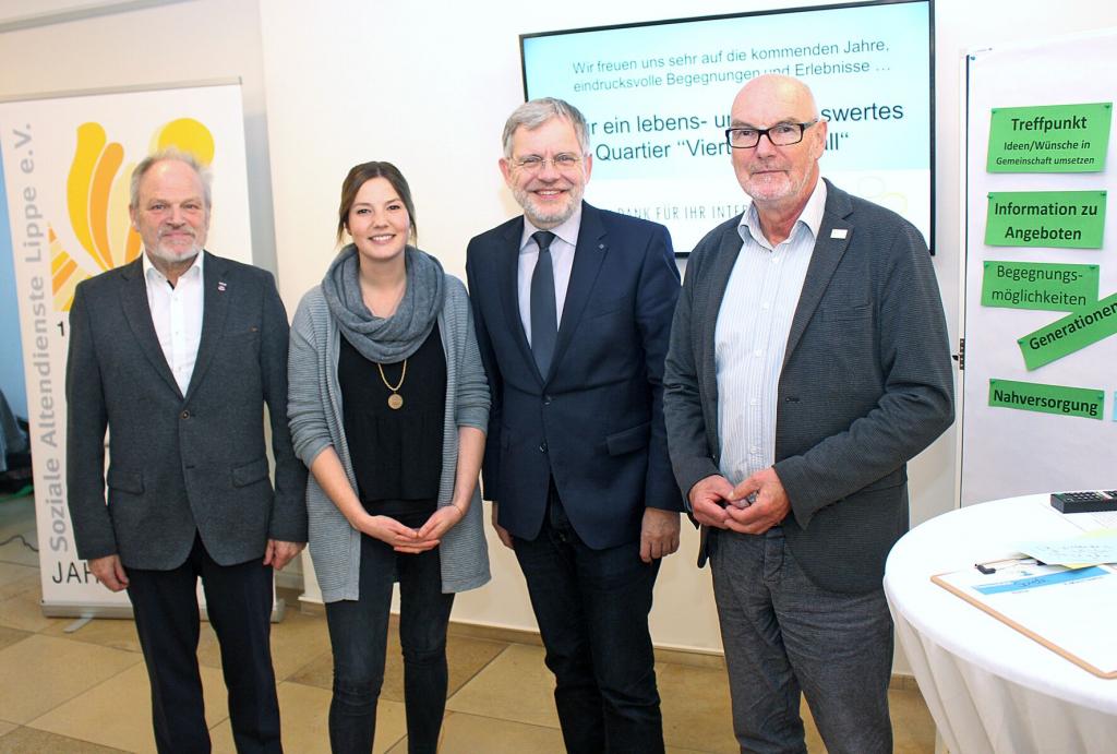 Von links: Vorsitzender des TV-Lemgo Herbert Fischer, Quartiersmanagerin Carolin Kulesa, Bürgermeister Dr. Reiner Austermann und Geschäftsführer der Sozialen Altendienste Lippe e.V. Martin Bröker